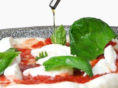 Oil Italian Pizza toppings - Neapolitan pizza - margherita pizza sauce